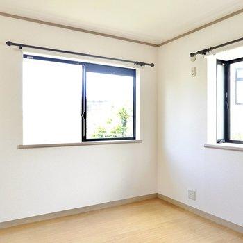 洋室も同じく6帖。こちらも二面採光なので、どのお部屋にいても明るく暮らせます◎