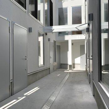 一番の奥の左の扉が今回のお部屋。