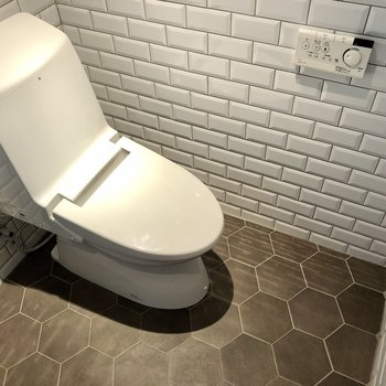 トイレは温水洗浄便座ですよ。