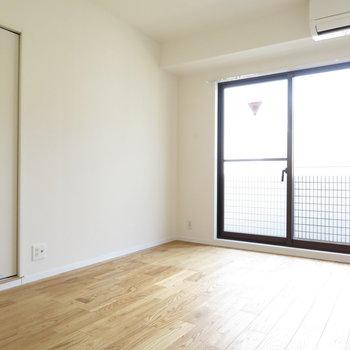 洋室③】こちらは6.5帖の玄関寄りのお部屋、子供部屋になりそうですね