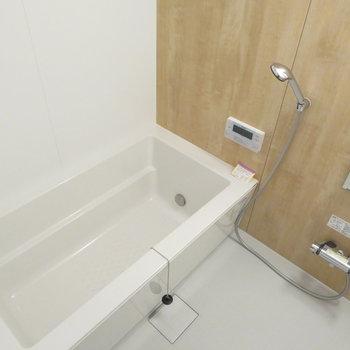 お風呂は広々サイズ、しかも追い焚き付き!新品って気持ちが良い〜