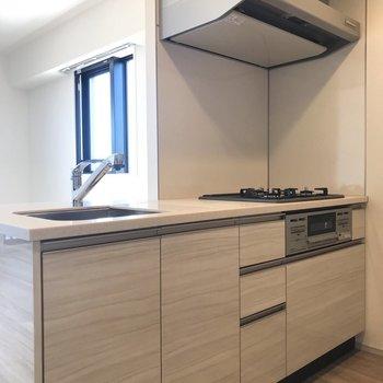 【DK】しっかりと幅がとられたキッチンです。