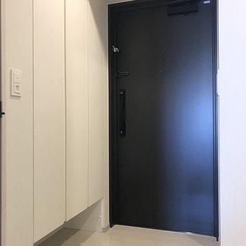 重厚感のある扉です。
