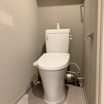 温水洗浄便座付きの個室トイレです