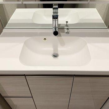 洗面器の形がなめらかでオシャレです