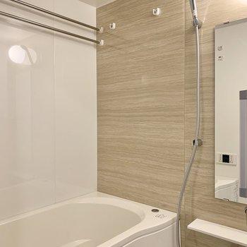 浴室乾燥機付きなので雨の日も干せますよ◎
