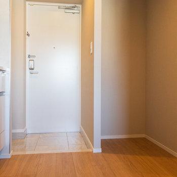 冷蔵庫はこちらのスペースに
