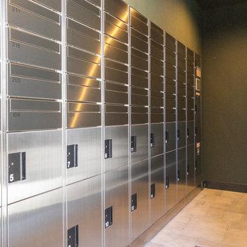 建物内には宅配ボックスがあります
