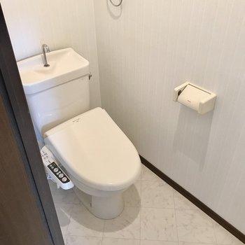 トイレもウォシュレット付きです