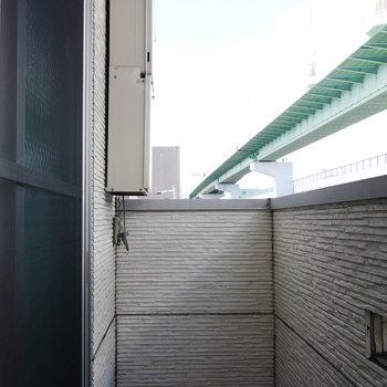 バルコニーは狭めかな。浴室乾燥機の活用を