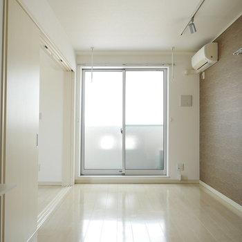床はホワイト。優しい印象のお部屋です