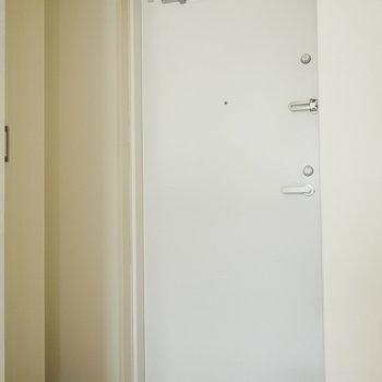 玄関にはシューズボックスもしっかりありました