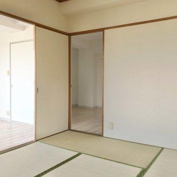 扉は2つ。リビングへも洋室へもアクセスがいいんです。