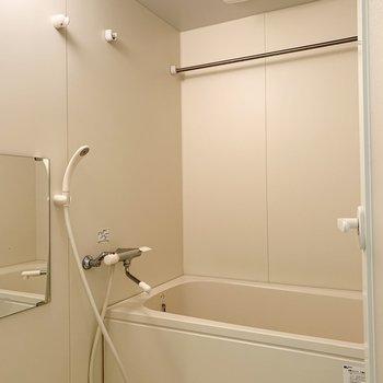 浴室はシンプルですが、乾燥機が付いているのが嬉しいところ◎