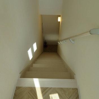 では2階へ降りましょう