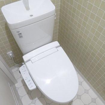 トイレは1階です温水洗浄便座付き