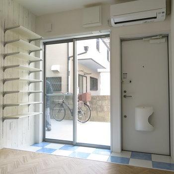 玄関がオープンですね。事務所可ですから