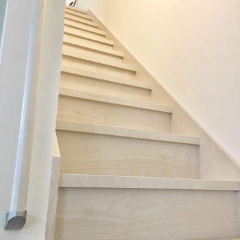 では2階へ上がりましょう〜