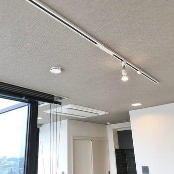 【LDK】照明はスポットライトと、お好みのペンダントライトを組み合わせたり。※写真は前回募集時のものです