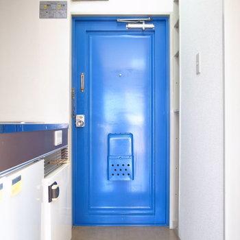 玄関も狭いですが、靴の脱ぎ履きは問題ありません。
