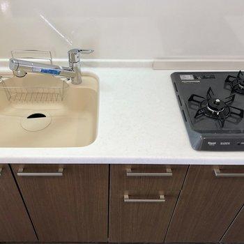 シンク広めで洗い物が楽に出来ます。