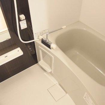 浴室乾燥機がついています。(※写真は4階の反転間取り別部屋のものです)