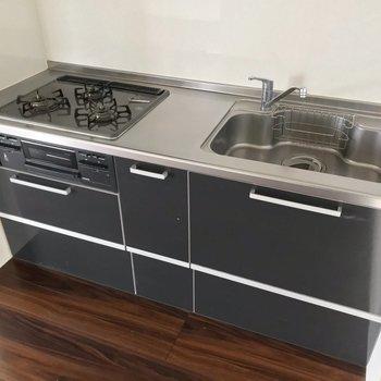 キッチンは3口。調理スペースを別でDIYしてもいいなぁ。