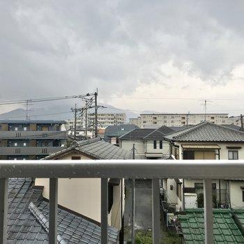目の前には住宅街が広がります。穏やかに暮らせそうです。