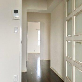 廊下を挟んで、またまた6帖の洋室。