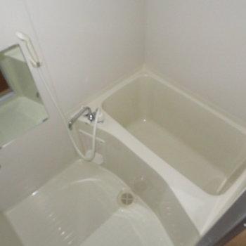 お風呂も綺麗ですね(※写真は2階の同間取り角部屋のものです)