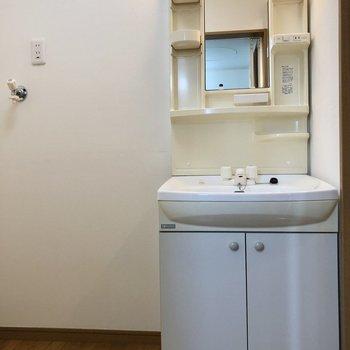 使い勝手の良さそうな洗面台ですね。