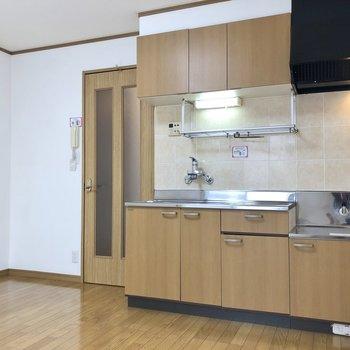 【DK】収納豊富なキッチンですね。