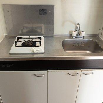 キッチンはシンプルです。※写真は4階の同間取り別部屋のものです
