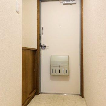 玄関もシンプルに。