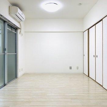 広々としたLDKはゆったりと時間が流れるような家具をセレクトしたい。