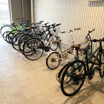 自転車置場もしっかり屋内で雨風の心配がありません。
