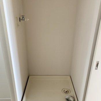 冷蔵庫置場の横に洗濯機置場。