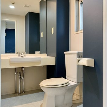 ワイドな鏡の洗面台◎ゆったり脱衣所。