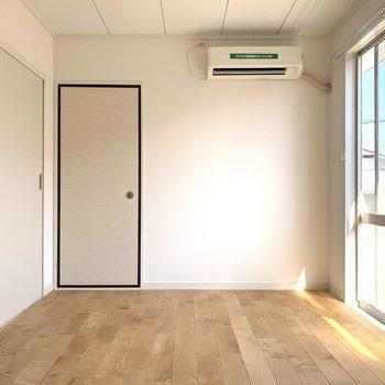 寝室。各部屋にエアコン付いています