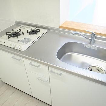 調理スペースがちょっと狭いときは、大きなシンクを活用するのも手!