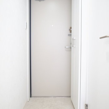 玄関はすこーしだけ狭めかも。