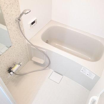 お風呂はリラックスできそうな広さ。浴室乾燥機・追炊機能つきです!