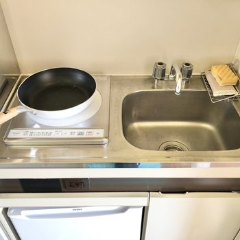 調理スペースの確保にはシンクボードがオススメです。※小物はサンプルです