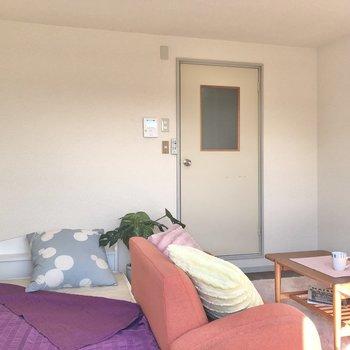 キッチンと居室が仕切られているのは嬉しいですね。※家具・家電はサンプルです