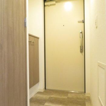 玄関は少し北欧風 ※文章と※写真は同間取り別部屋のものです