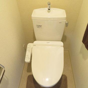 トイレは温水洗浄便座付き ※文章と※写真は同間取り別部屋のものです