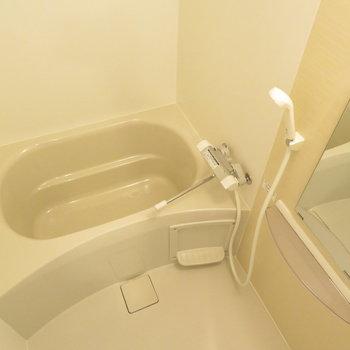 お風呂もコンパクトながら綺麗 ※文章と※写真は同間取り別部屋のものです