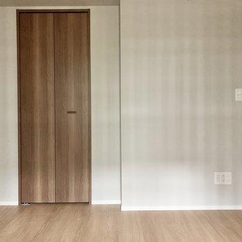 【洋室】約4.7帖なので、ベッドのサイズは小さめを。