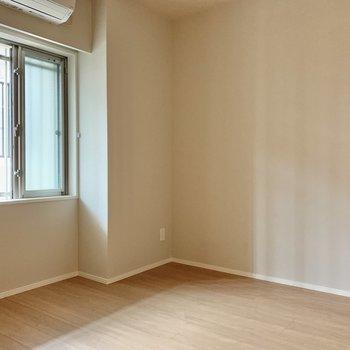 【洋室】寝室にちょうど良さそうですね。