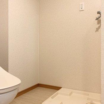 洗濯機置場はおトイレのお隣に。ユーティリティは全て一つの空間です。(※写真は3階の反転間取り別部屋のものです)